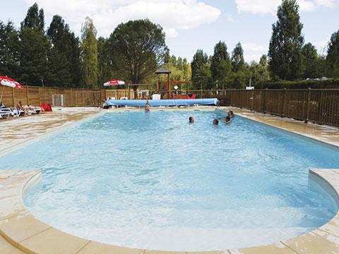 Camping avec piscine chauff e et pataugeoire pour enfants - Camping dordogne avec piscine et lac ...