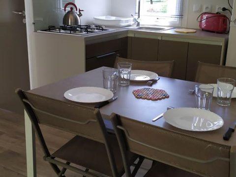 Photo de la cuisine du mobilhome Bermudes dans Camping Dordogne
