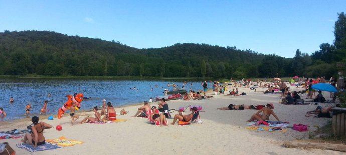 La plage du lac en bordure du camping - Dordogne - Sarlat