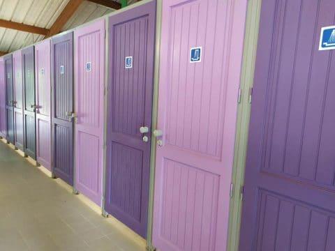 Bloc sanitaires au Camping du Lac en Dordogne proche de Sarlat