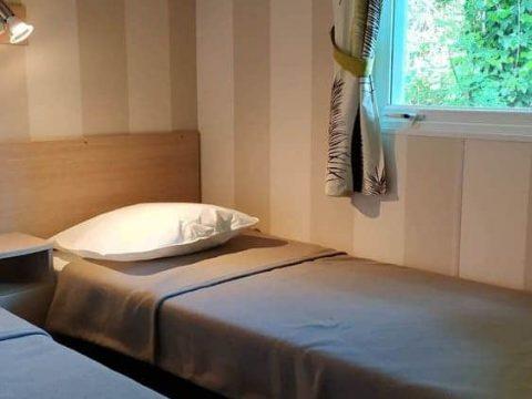 Photo de la chambre enfant dans mobil home super sélénia