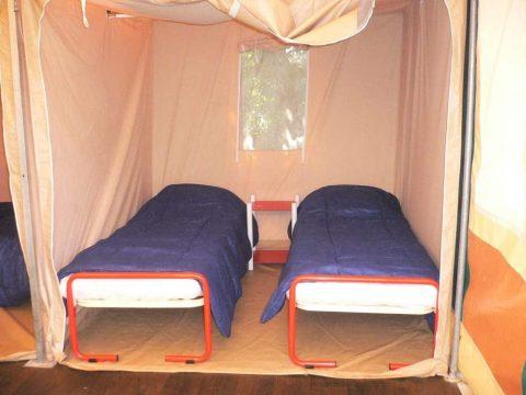 Photo de la chambre enfants du bungalow toilé proche de Sarlat