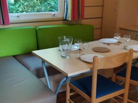 Photo du coin repas dans Camping Dordogne