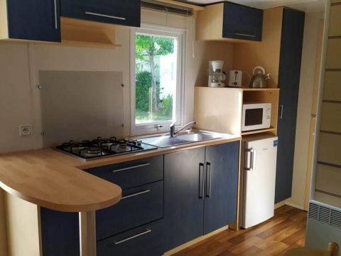 Photo de la cuisine du mobilhome super mercure dans Camping Sarlat