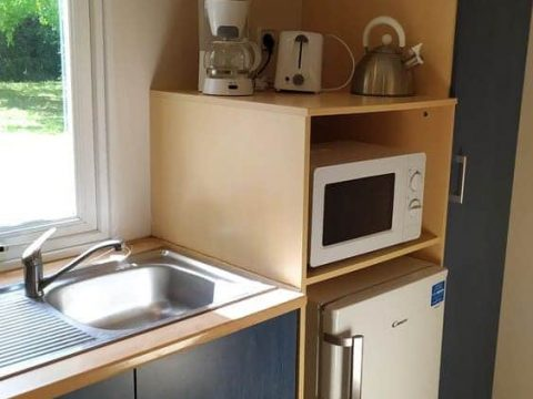Photo des équipements de la cuisine du mobil-home en Dordogne Super Mercure