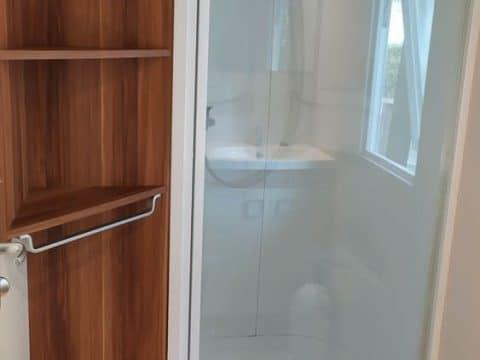 Photo de la douche du mobil home Super Mercure