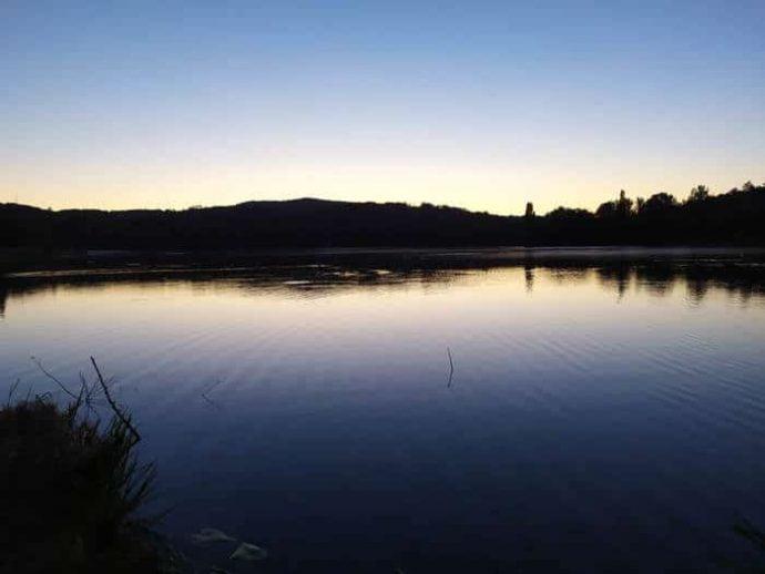 Le Lac de Groléjac en Dordogne proche de Sarlat le soir